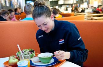 Volleybalster in het Topsportrestaurant op Papendal